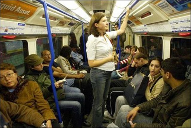 Беременным не уступают место в метро 850